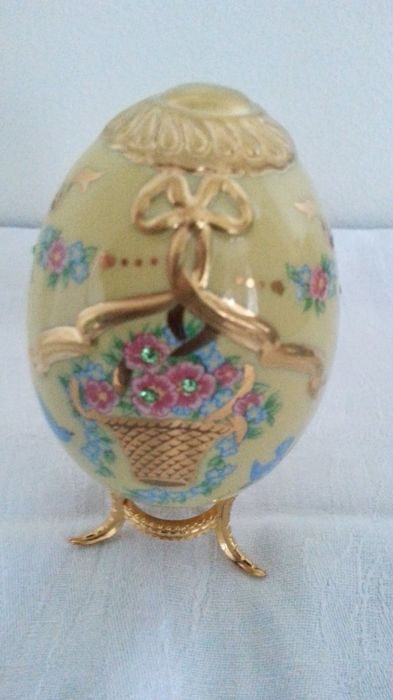 "House of Fabergé - - ""The Imperial jeweled Egg Collection"" -this is the - basket of gold- Limited edition and signed"