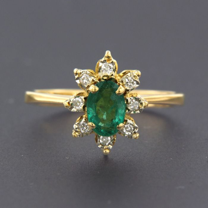 Ring - Gold, White gold - Commonly treated - 0.6 ct - Emerald and Diamond