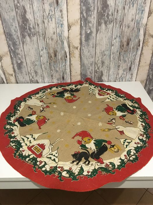 Antique Round Christmas Tablecloth - Unknown