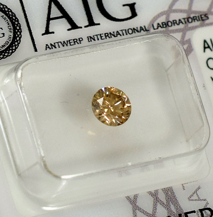 - 0.54 ct - Brillante - Natural Fancy Light Yellowish Brown (Champagne) - SI1