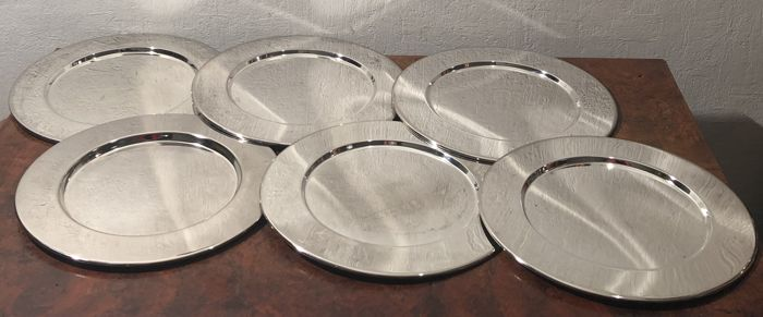 6 silver plated under plates with raised edge, - Silverplate - Netherlands - Late 20 th century