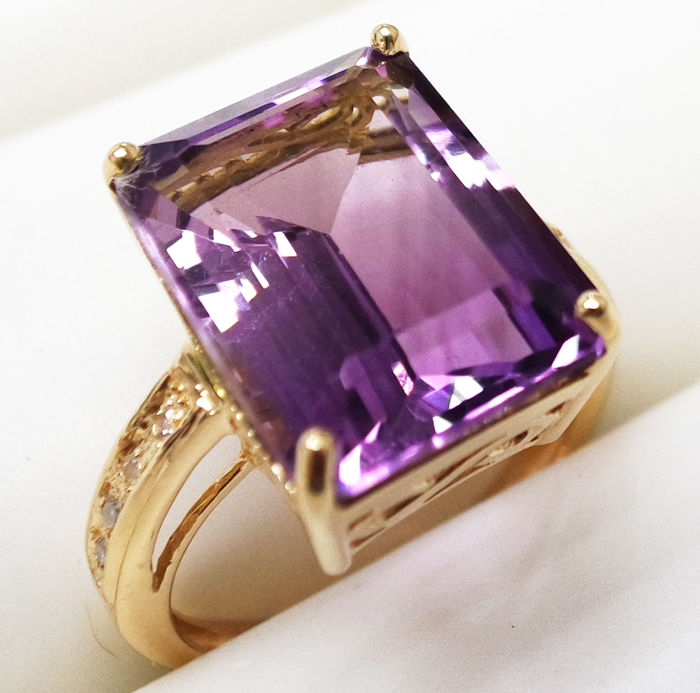 Ring - Gold - 11.3 ct - Amethyst and Diamond