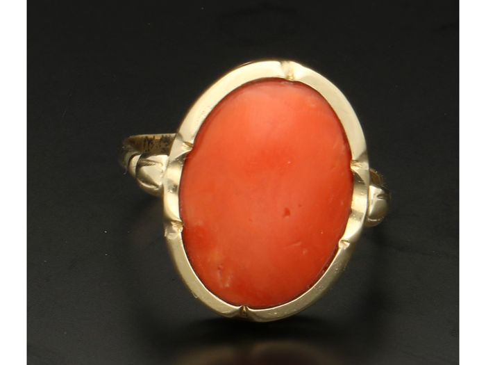 Ring - Gold - blood coral