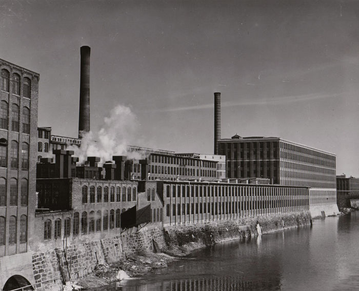 Jack Delano (1914-1997)/FSA - Giant Textile Mill, Lawrence, Massachusetts, 1941