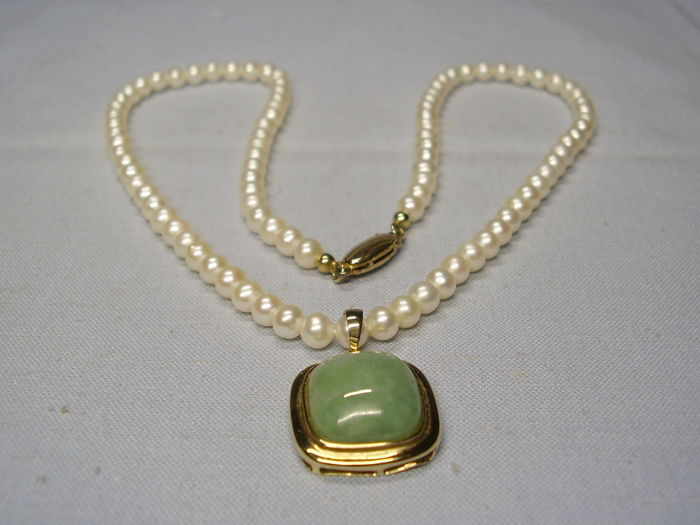 Necklace with Pendant - Gold, Sweetwater pearls - 7 ct - green jade / jadeite