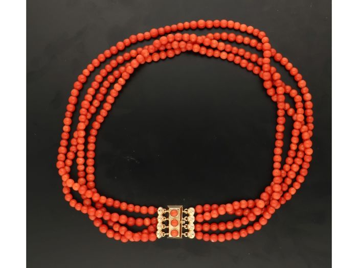 Necklace - Gold - blood coral