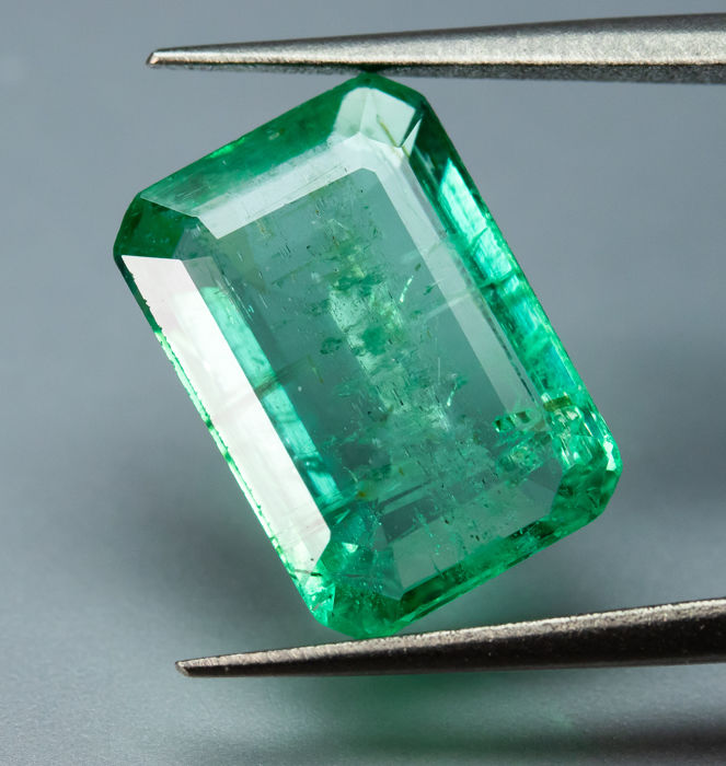Green Emerald - 3.52 ct