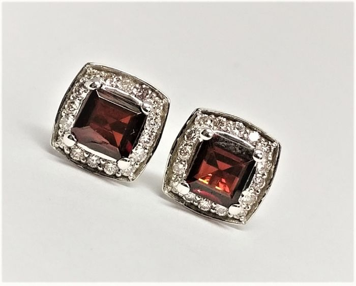 Earrings - White gold - Commonly treated - 2.43 ct - Garnet and Diamond