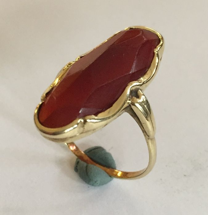 Ring - Gold - No indication of treatments - Carnelian