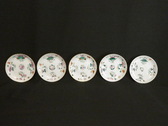 Five decorated Famille Rose plates with different markings - China - 19th century