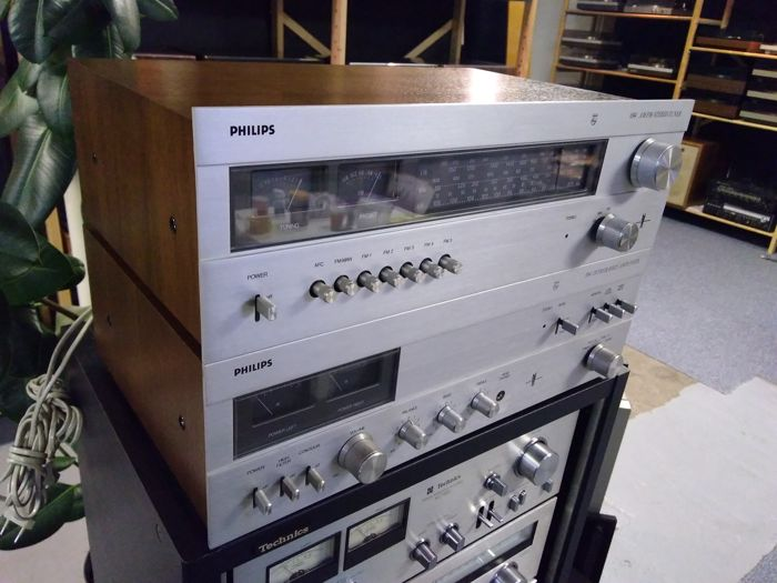 Philips 594 amplifier and 694 tuner 1976-1977, real top hi-fi from the