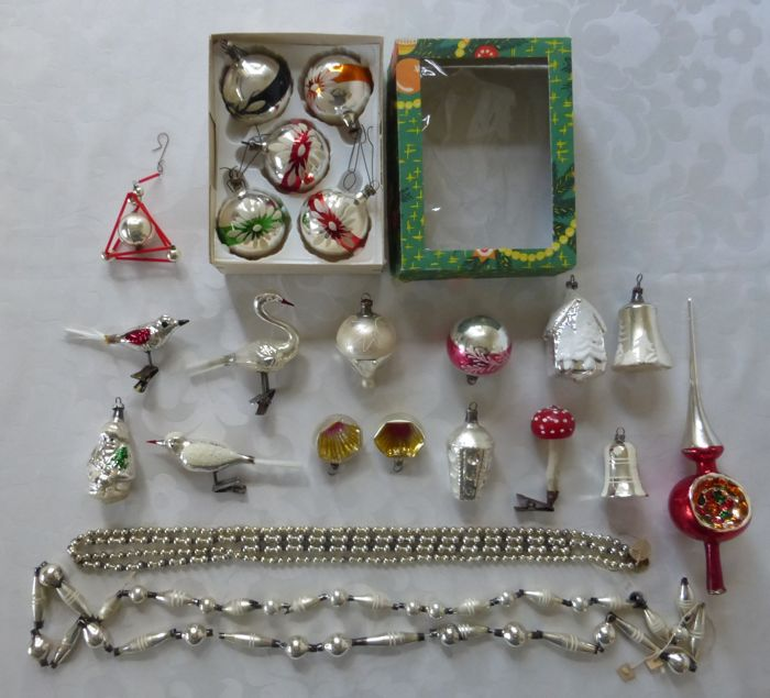 Lot 22 old Christmas characters balls garlands and peak - Glass