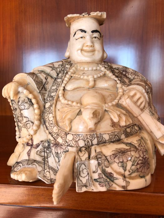 Large and heavy Buddha in polychrome bone - China - Late 20th century