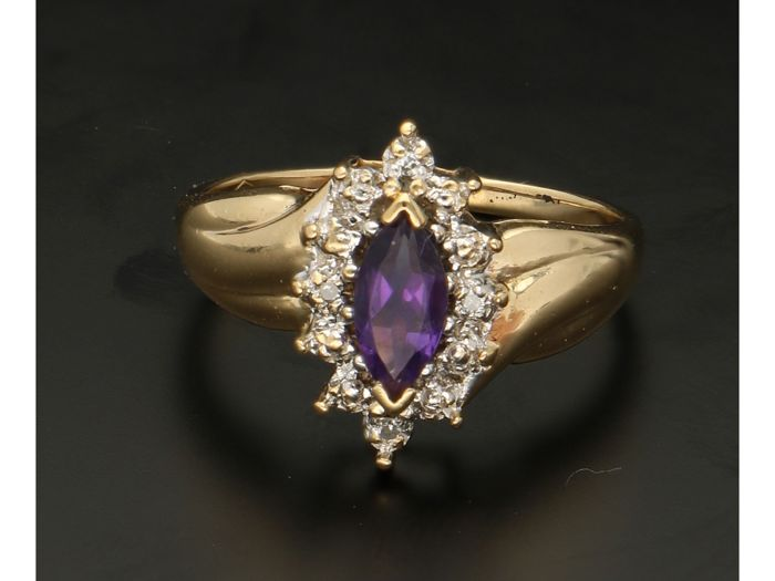 Ring - Gold - 0.045 ct - Amethyst and Diamond