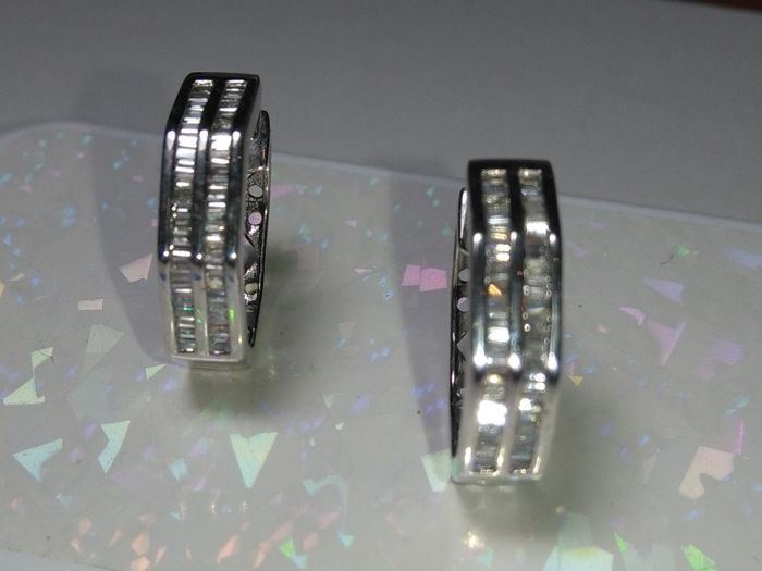 Earrings - White gold - No indication of treatments - 1.95 ct - Diamond