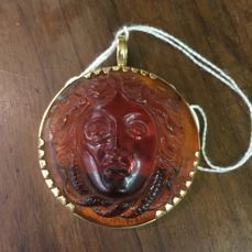 18k yellow gold with amber statue pendant