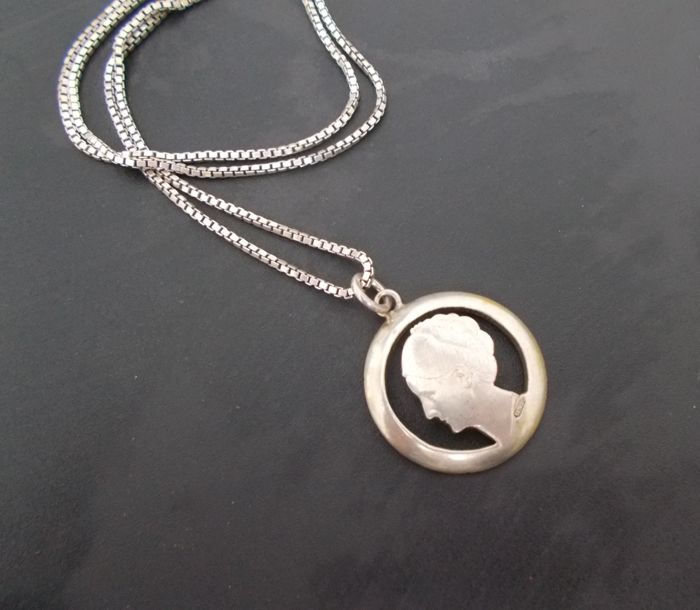 Silver (925) necklace with silver Wilhelmina coin from 1931