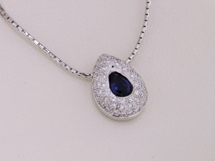 Pendant in 18 kt White Gold - Diamonds and Sapphire - with White Gold chain.