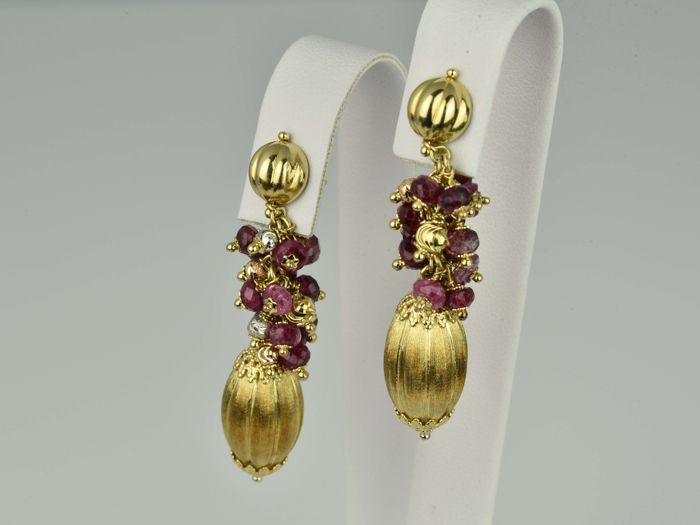 Gold earrings of gold 18 kt with ruby 50 x 10 x 14 mm