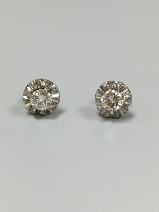 14 KT WHITE GOLD EARRING with DIAMOND 0.50 ct G Color VS2 clarity. Screw back. NO RESERVED