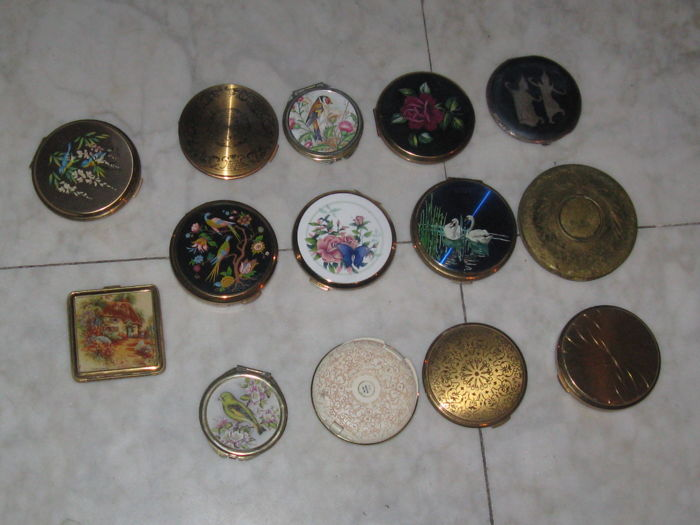 14 antique powder boxes - collection -  bronze (gilded/silver-plated/patinated/cold painted)