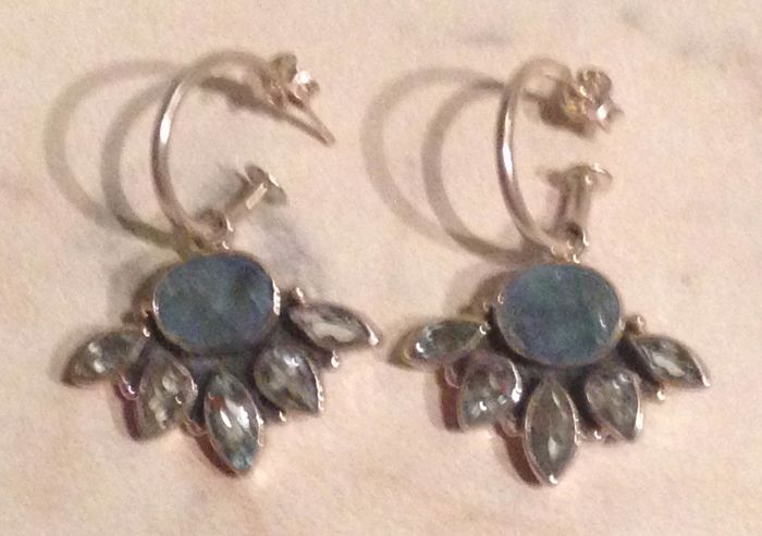 Earrings in 925 silver and natural stones - agate and 5 peridots per earring