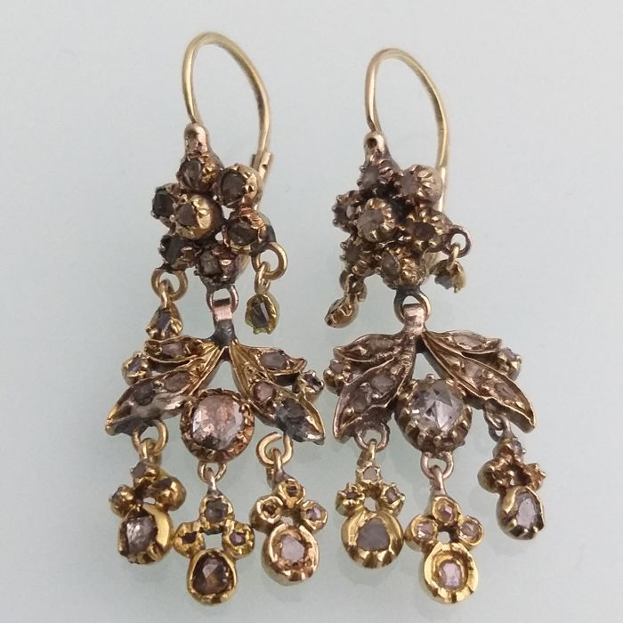 Earrings - Gold - Antique 2 0.4 mm diamond and 24 0.2 m diamonds