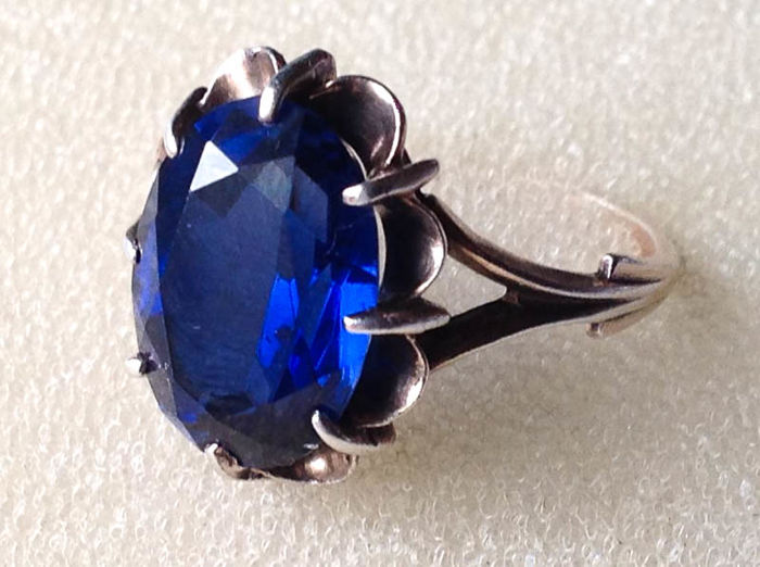 Silver - Vintage ring with a big blue stone