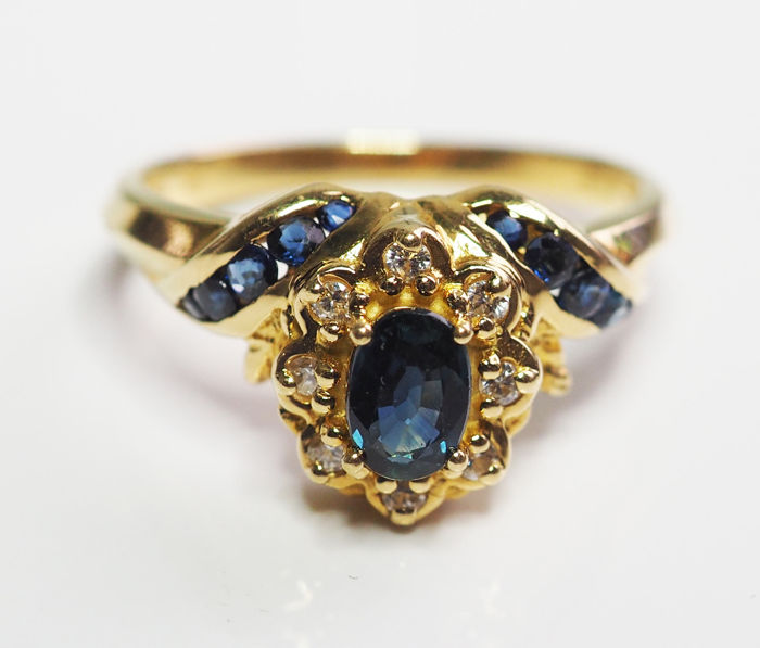 Ring - Gold - Natural (untreated) - 0.16 ct - Diamond and Sapphire