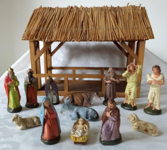 Old wooden nativity scene with 13 figurines - Paper mache