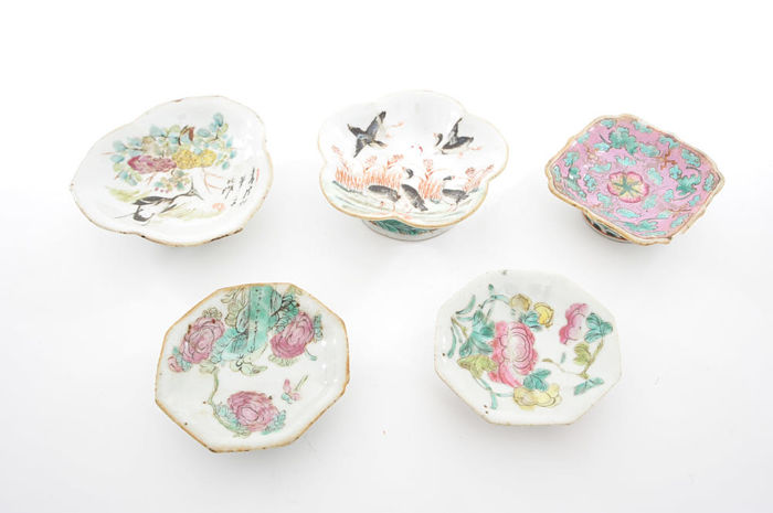 Five porcelain shallow bowls - China - late 19th-early 20th century