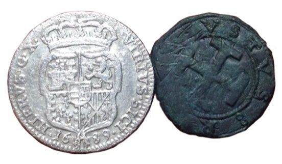 Italy - Kingdom of Naples - Lot x 2  - AR Carlino 1689. Charles II of Spain  Æ Sestino. Ferdinand the Catholic