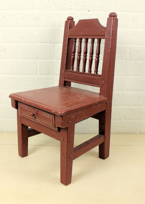 An antique robust children's chair with tray - Wood - An Antique Robust Children's Chair With Tray - Wood - Catawiki
