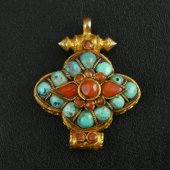 Pendant with turquoise and coral - Himalaya region - 20th century