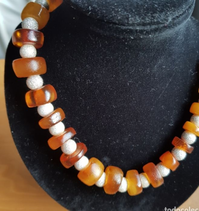 Necklace African amber completely natural and silver