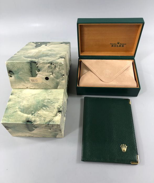 """Rolex - ''Ref.16613''-''Submariner"""" - Three lines of text inside the wooden box - Heren - 1980-1989"""