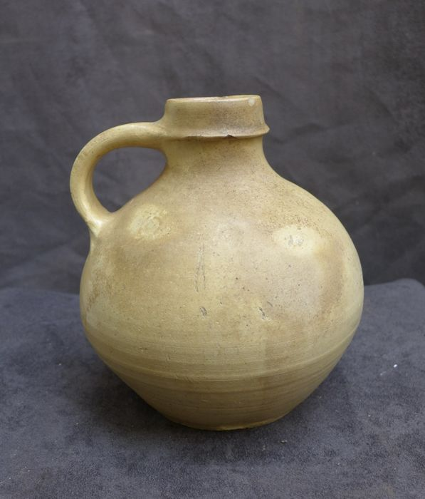 Medieval earthenware pitcher - H. 17.8 cm - (1)