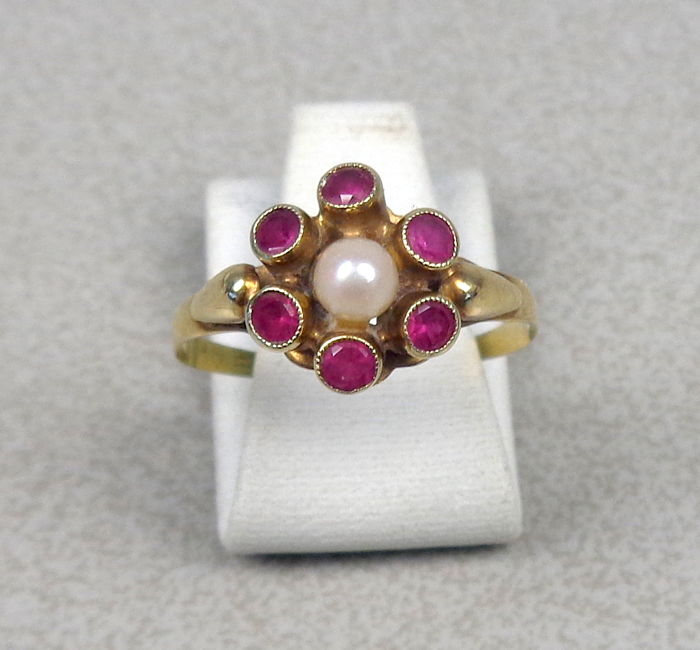 Antique gold rosette ring with Akoya pearl and ruby