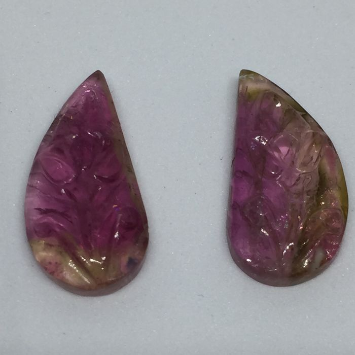 Tourmaline carving - 9.62cts - 2 Pieces