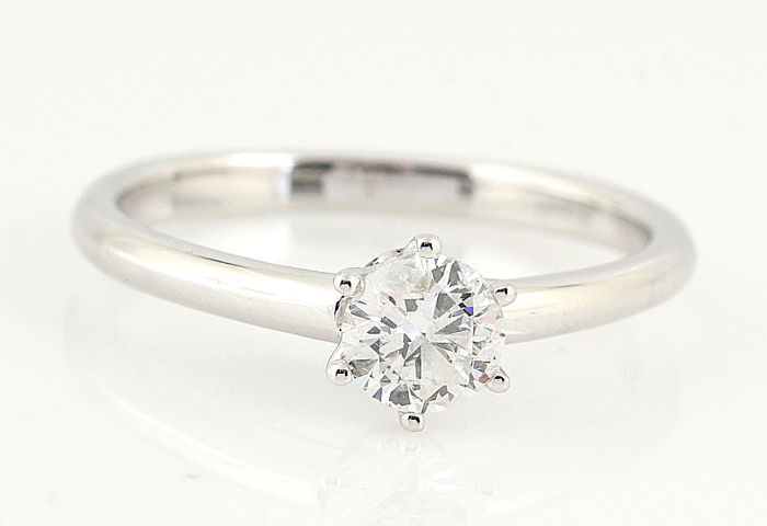 14 kt white gold diamond solitaire ring of 0.50 ct in total - with 1 round diamond, H-SI2 - weight: 2.9 g - ring size: 56