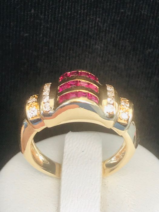 Old ring in 18 kt yellow gold set with diamonds and rubies