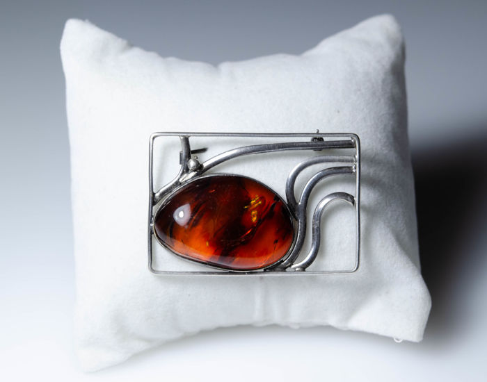 Art Nouveau silver brooch with big amber stone