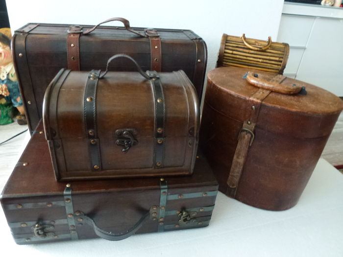 Collection of five decorative cases/boxes - 5 - mixed lot - metal / wood / leather synthetics