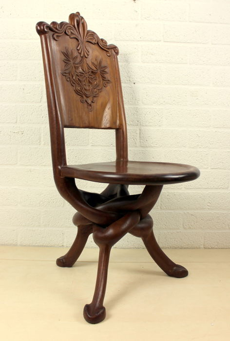 Hand-carved chair with intertwined legs - Wood - Mahogany