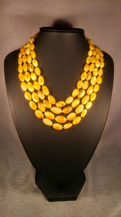 Royal- Egg yolk colour 100% Genuine Baltic amber necklace, 61 grams