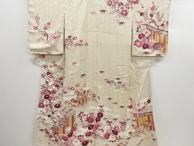Antique silk kimono with exquisite decoration of mansion, chrysanthemum and branch of plum patterns - Japan - Mid 20th century