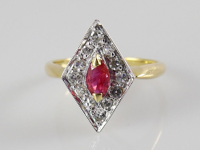 Marquise-shaped ring with a ruby and 12 single cut diamonds - 18 karat gold and platinum - ring size 15.5 mm (49)