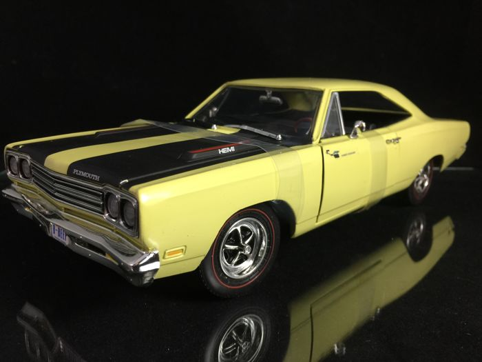 Ertl 1 18 Plymouth Roadrunner American Muscle Car Serie Top