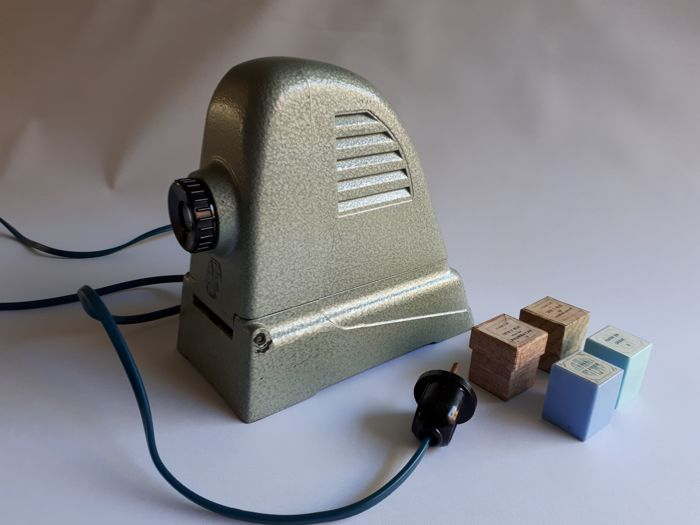 Baika Diaskop projector with 4 Tintin films - bakelite and others