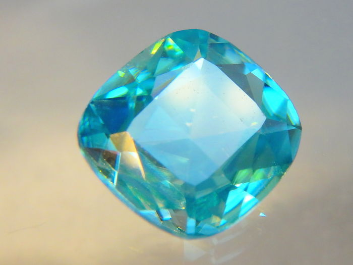 Blue Zircon - 1.49 ct  * No reserve *